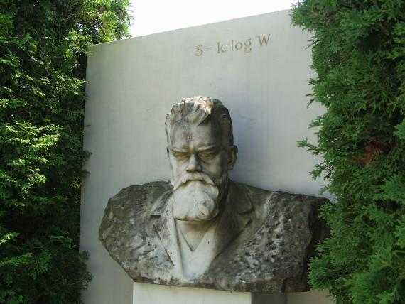 Boltzmann's grave and the entropy from his Statistical Mechanics